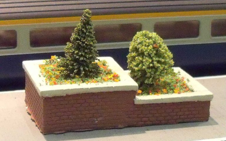 L67 TWO-TIER FLOWER BED